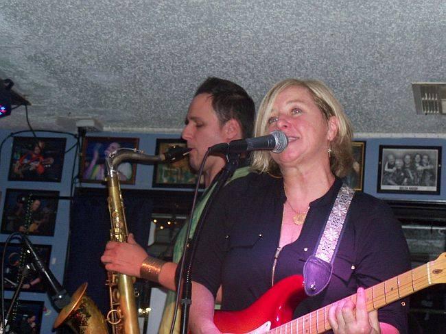 <a class=&quot;amazingslider-posttitle-link&quot; href=&quot;http://www.makingascene.org/diane-durrett-darwins-blues-club-july-15/&quot;>Diane Durrett at Darwin&#39;s Blues Club July 15</a>